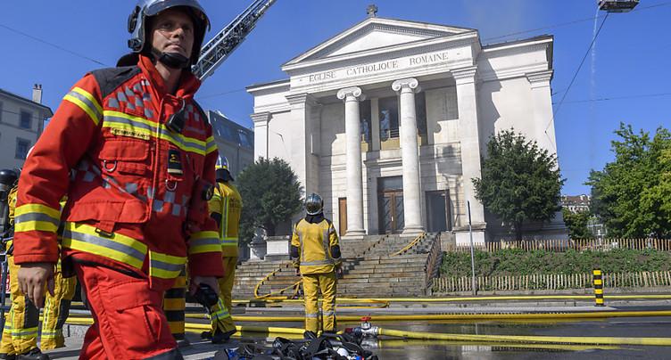 Une église à Genève ravagée par les flammes