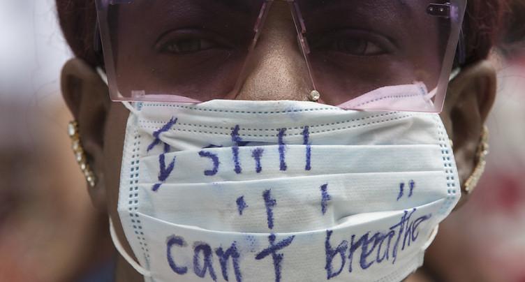 Mort d'un Noir à New York en 2014: les agents jugés à l'interne