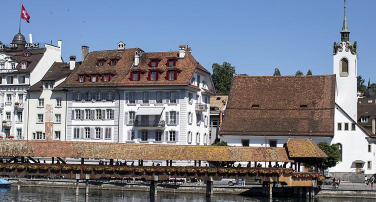 Arrêt des sonneries de portable à la place des cloches à Lucerne