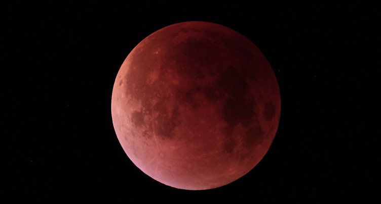 La plus longue éclipse totale de Lune du siècle a lieu vendredi