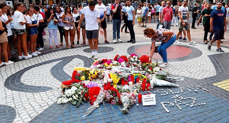 Attentats de Barcelone: des fleurs sur les Ramblas