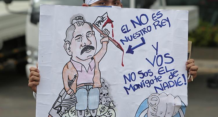 Des milliers d'opposants défilent contre le président du Nicaragua