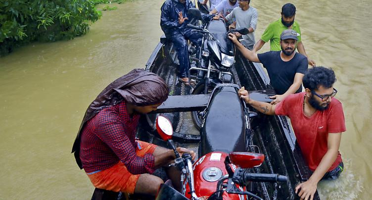 Inondations: des milliers d'Indiens piégés, le bilan s'aggrave