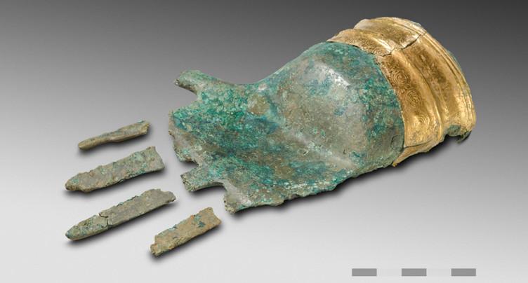 Main en bronze et en or remontant à 3500 ans découverte à Prêles