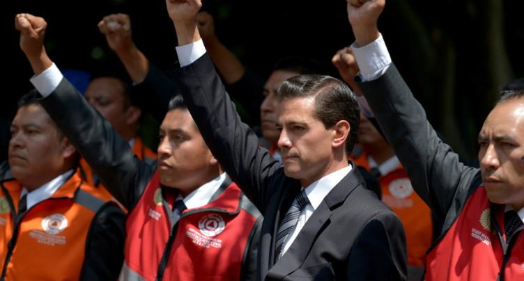 Les Mexicains commémorent deux séismes meurtriers