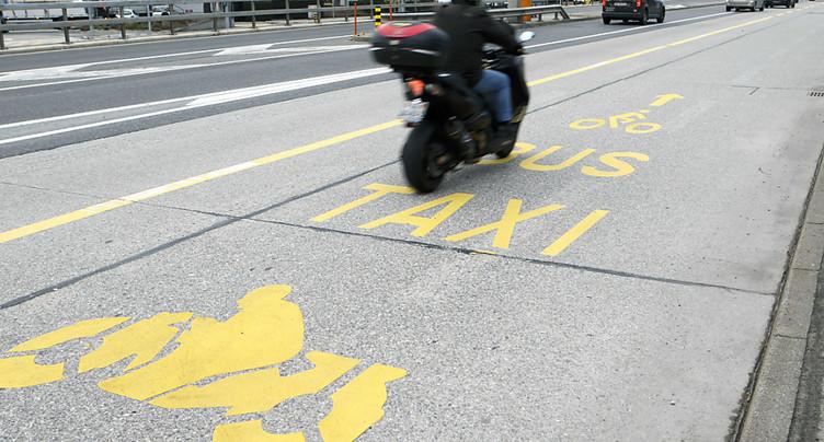 Les deux-roues motorisés ne rouleront plus sur les voies de bus