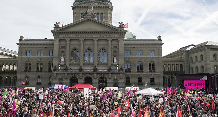 Des milliers de personnes manifestent à Berne pour l'égalité