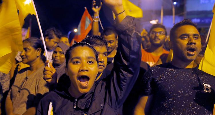 Maldives: le gouvernement reconnaît la victoire de l'opposition