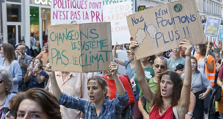 Des milliers de manifestants à Genève exigent des changements