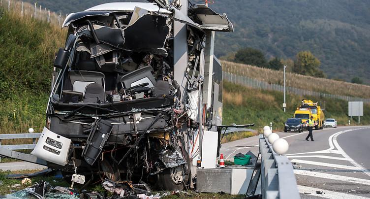 Plusieurs blessés graves après un accident de car au Tessin