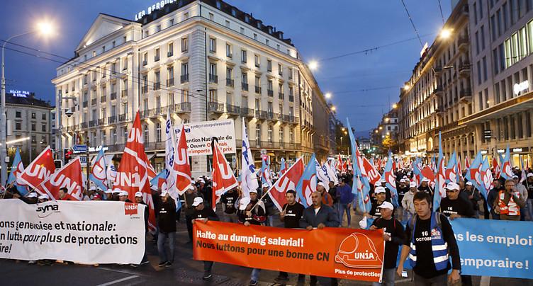 Un bon millier de maçons dans les rues de Genève