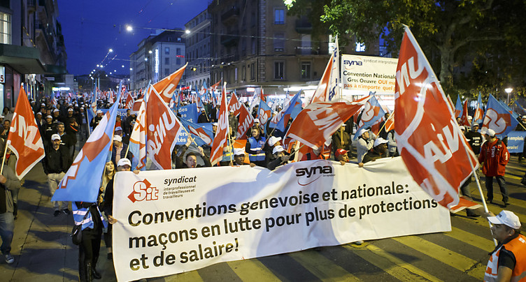 Les ouvriers du bâtiment défilent dans les rues de Genève