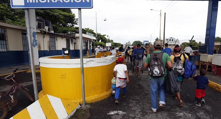 Des migrants honduriens force la frontière Guatemala-Mexique