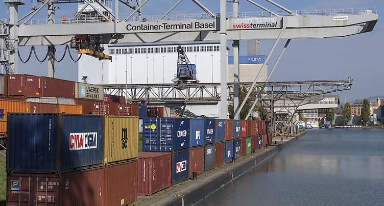 Les porte-conteneurs ne peuvent plus circuler sur le Rhin à Bâle