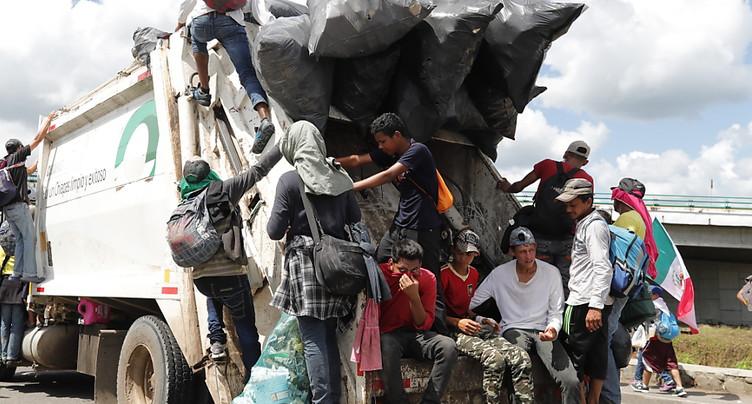Des membres de gang et des « Moyen-Orientaux » dans la caravane de migrants