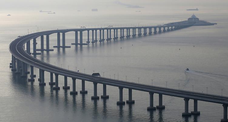Xi inaugure un pont entre Hong Kong et la Chine continentale