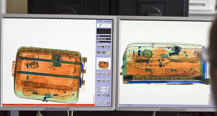 Seringues, défibrillateurs: le contenu des valises des tueurs