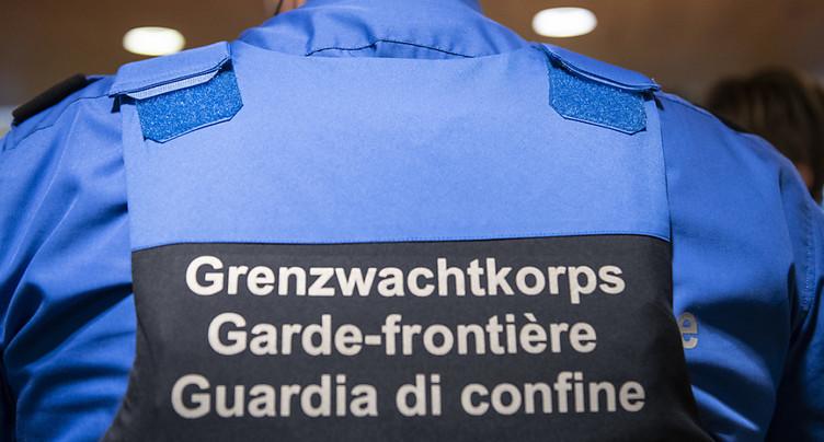 Deux gardes-frontière tessinois dans le collimateur de la justice