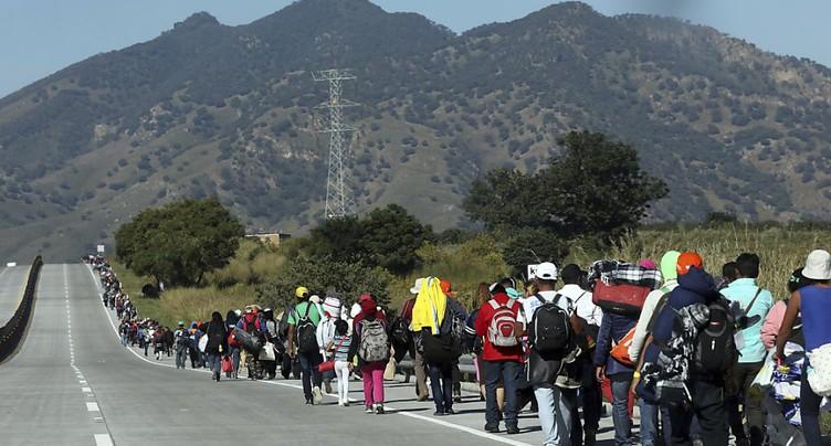 Caravane de migrants: premières arrivées à la frontière américaine