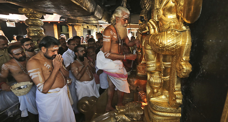 Inde: un temple changé en forteresse pour permettre l'accès des femmes