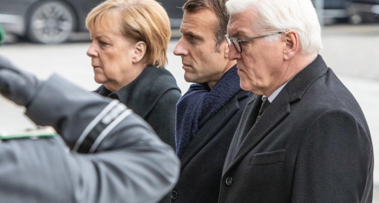 Face aux contestations, front uni de Merkel et Macron sur l'Europe