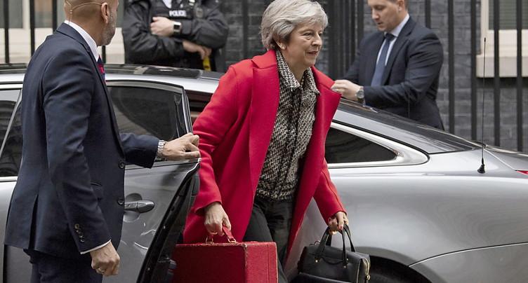 Les Brexiters s'activent pour un vote de défiance contre May
