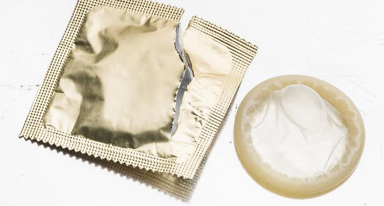VIH: le nombre de cas déclarés a atteint un plus bas historique