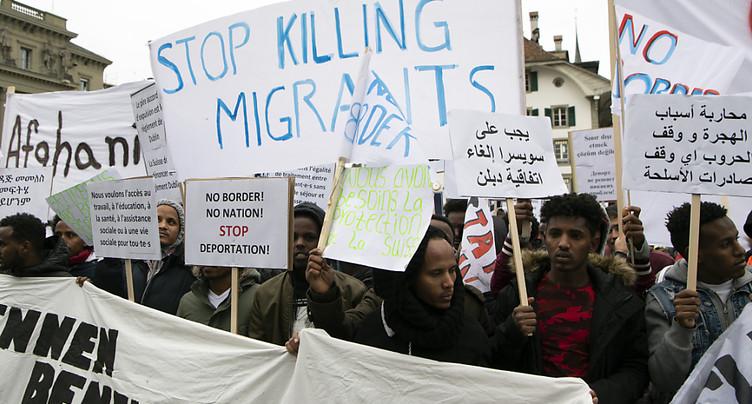 Des centaines de migrants protestent contre les renvois à Berne