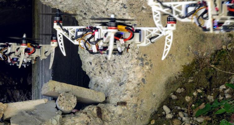 Un drone pliable qui se faufile pour des missions de sauvetage