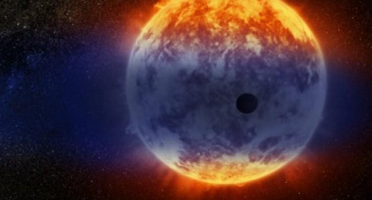 Les Neptunes chaudes se transforment en super-Terres