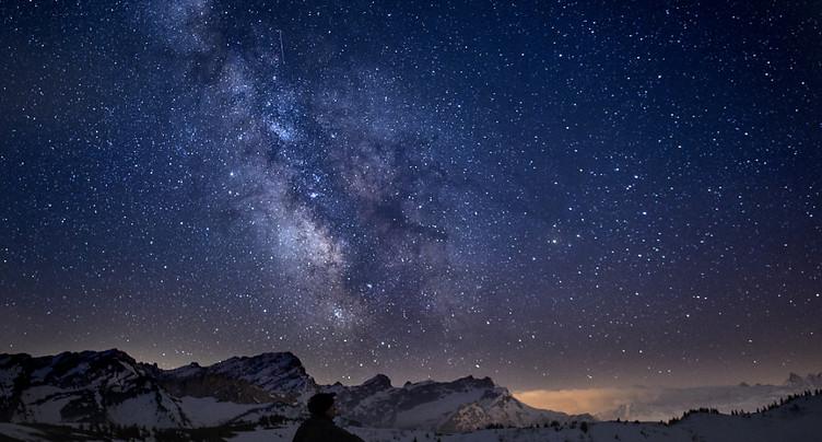 Une comète et des étoiles filantes pour le week-end