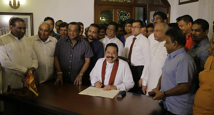 Le Premier ministre se retire, mettant fin à l'impasse politique au Sri Lanka