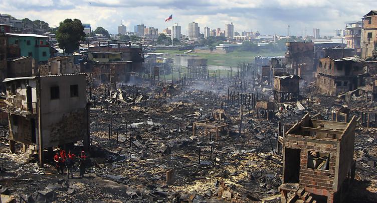 Six cents maisons ont brûlé dans un incendie à Manaus