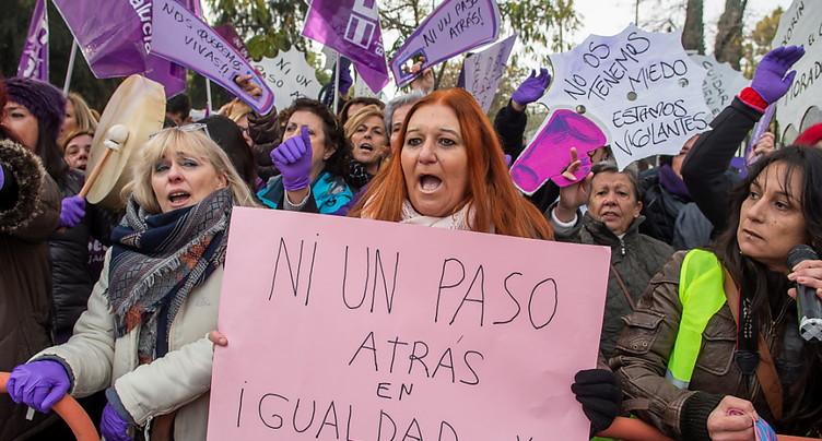 Espagne: mobilisation féministe contre l'extrême droite