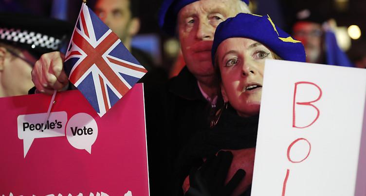 Theresa May doit revoir sa copie, l'UE reste unie