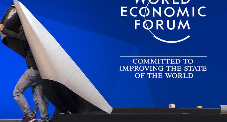 Derniers préparatifs avant l'ouverture du Forum de Davos