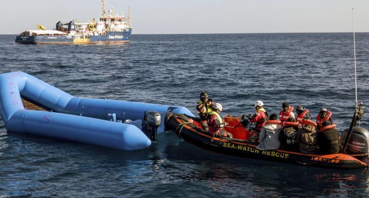 Un cargo porte assistance au canot en détresse au large de la Libye