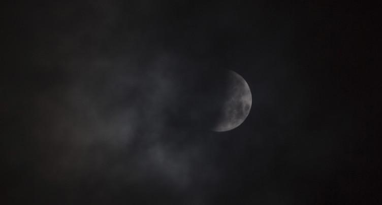 Les nuages ont voilé la Lune de sang de lundi