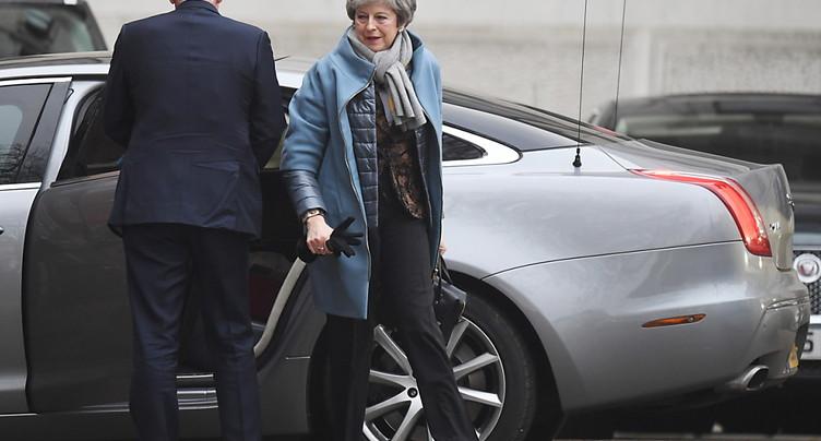 Theresa May tente de rallier les députés derrière son « plan B »