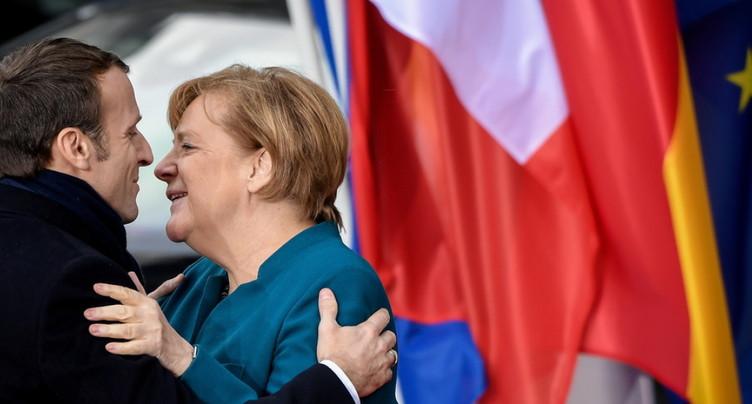 Macron et Merkel accueillis par des huées à Aix-la-Chapelle