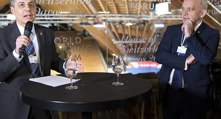 Deux conseillers fédéraux inaugurent la Maison Suisse à Davos