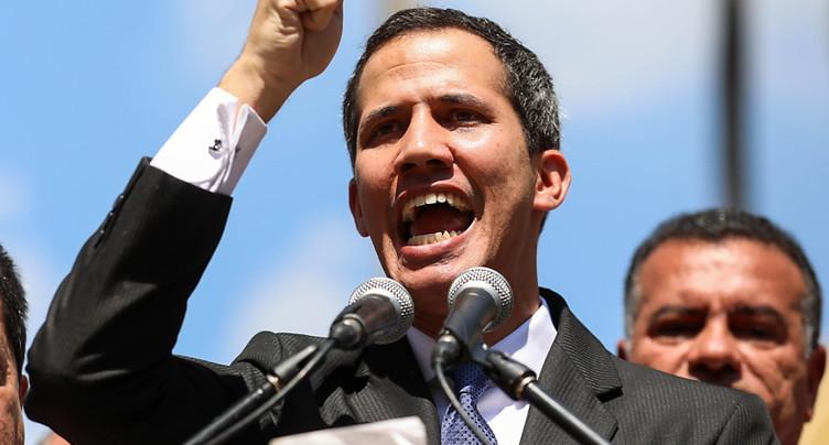 Le président du Parlement vénézuélien s'autoproclame chef de l'Etat
