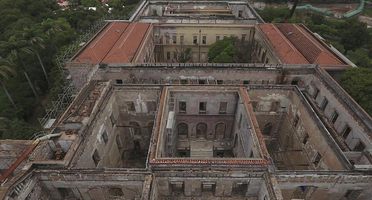 Incendie du musée national de Rio: de nombreuses pièces retrouvées