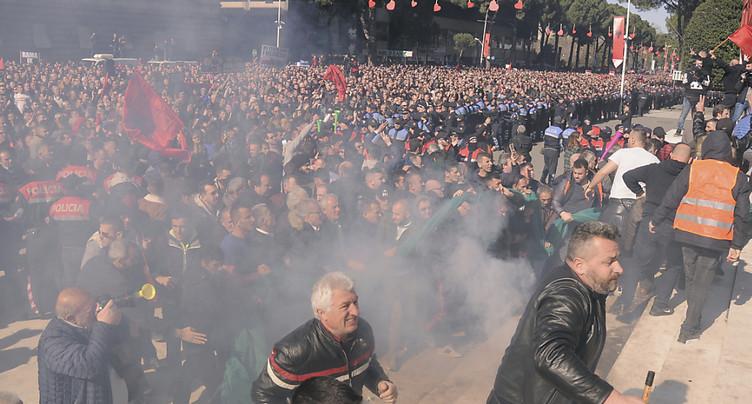 Quinze manifestants arrêtés après les heurts de samedi en Albanie