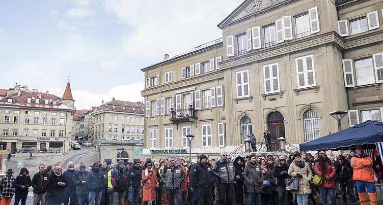 Grève des employés de Fribourg pour défendre leurs pensions