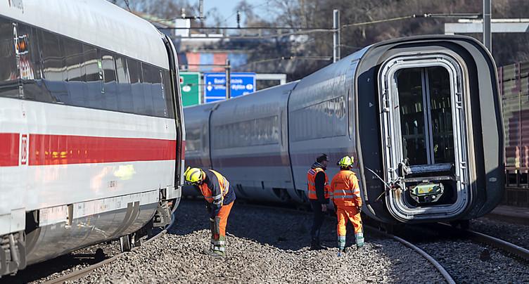 Le train allemand qui a déraillé à Bâle a failli percuter un mur