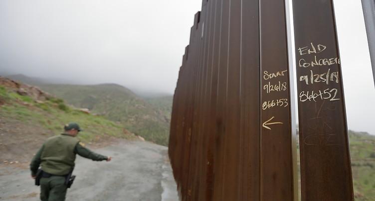 Seize Etats américains contestent l'urgence pour le mur de Trump