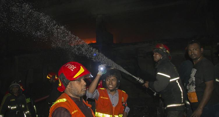 Un incendie fait au mois 41 morts à Dacca