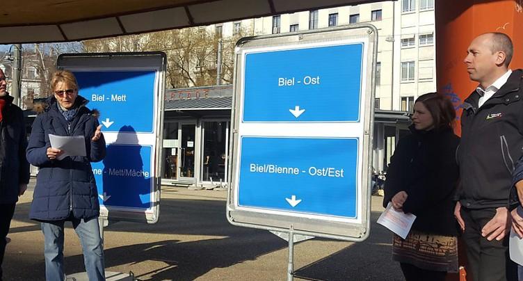 Mobilisation à Bienne contre les panneaux autoroutiers en allemand