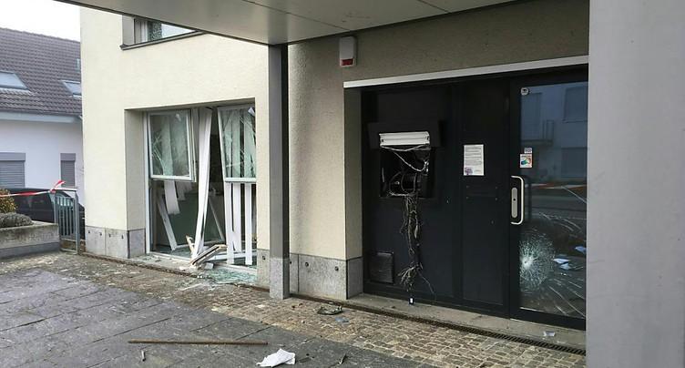 Des malfrats font exploser un distributeur à Schönenbuch (BL)